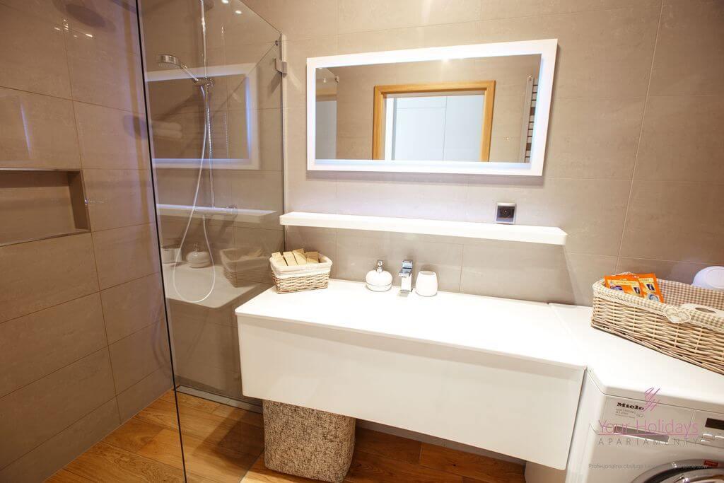 Międzyzdroje apartament Horyzont 206 - łazienka w apartamencie w MIędzydrojach